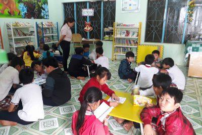 Học sinh đọc sách tại thư viện